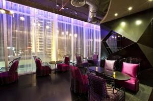 GLOW Pratunam - Lobby Bar (2)