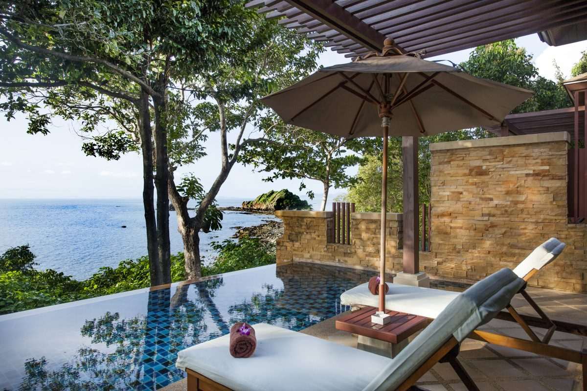 2 must stay hotels in krabi crown lanta resort and aonang for Escape cabins koh lanta