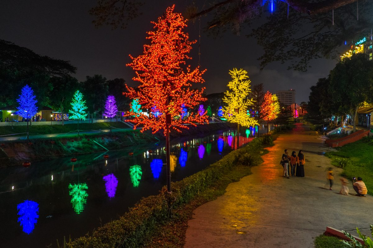 Ipoh - A nigh stroll at the Kinta River walk -