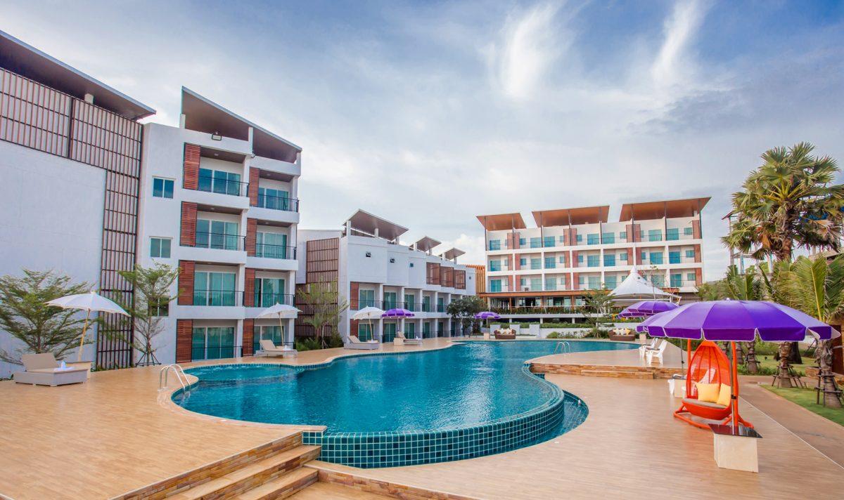 Saint tropez beach resort hotel shining in chanthaburi for Hotels saintes
