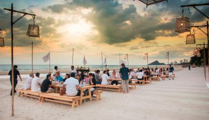dine along the beach